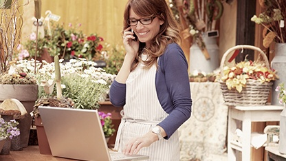 florist on mobile using laptop